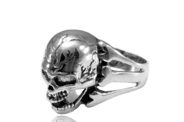 Кольцо из серебра 925 пробы Череп
