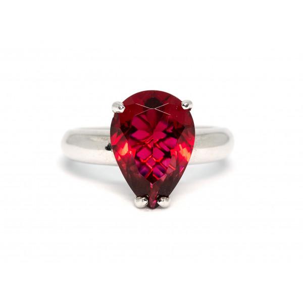 Кольцо из серебра 925 пробы с красным кварцем